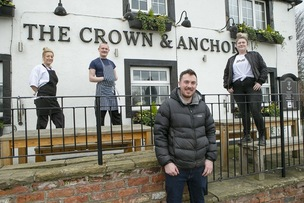 Main image for Revellers drink to pubs' reopenings