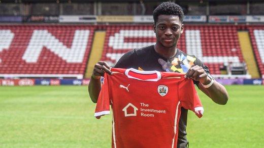 Main image for Reds sign teenage goalkeeper Jinadu