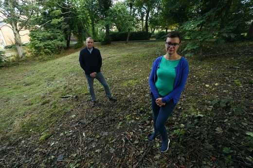 Main image for Memorial plan for little-known public grave's youngsters